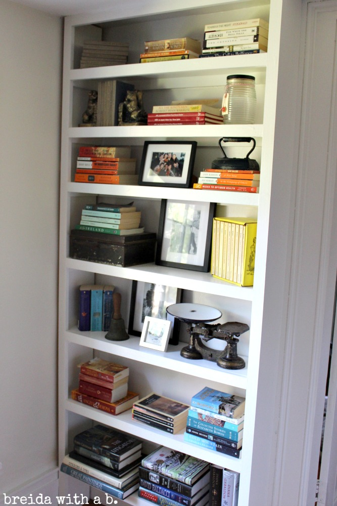 bookshelves-arranged-by-color