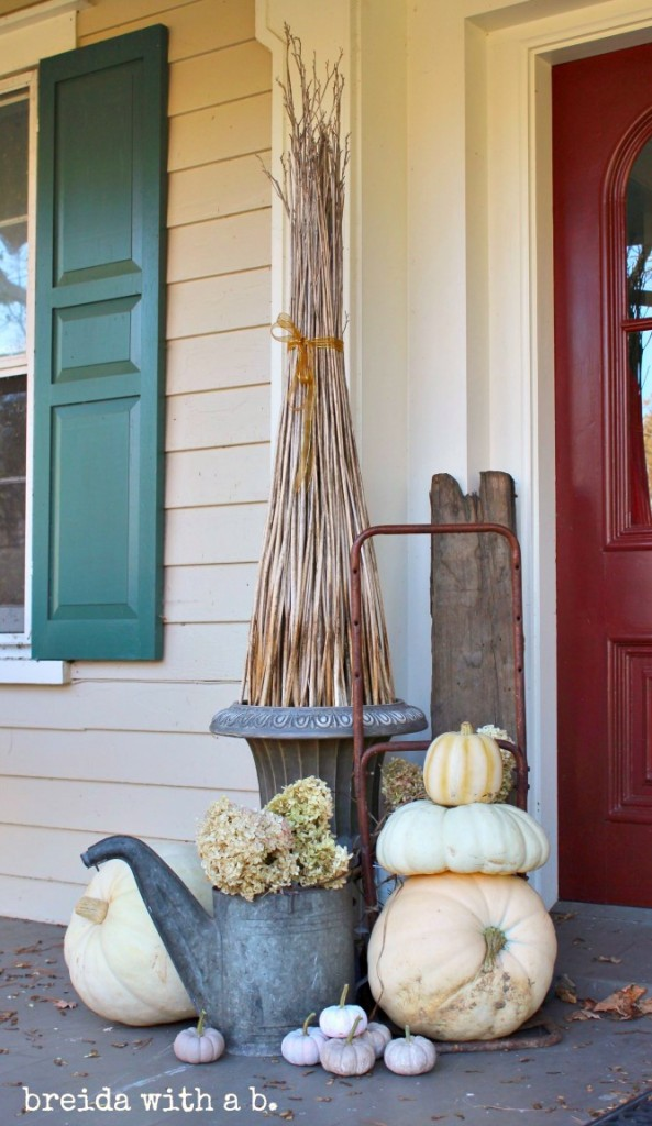 Fall Junkers United - Junky Porch Display http://www.breidawithab.com