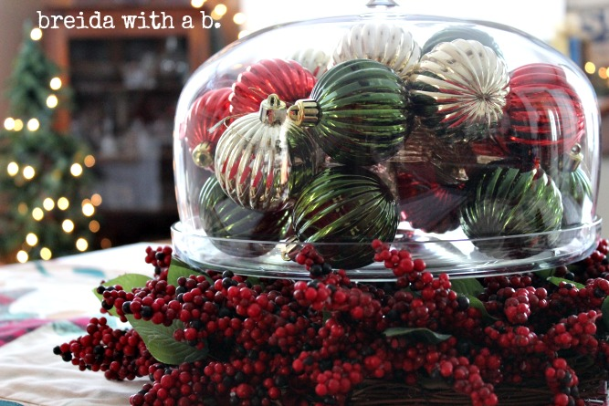 easy christmas table centerpiece breidawithab.com