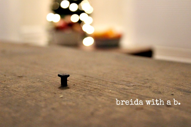 Easy DIY Christmas Table Top Display breidawithab.com
